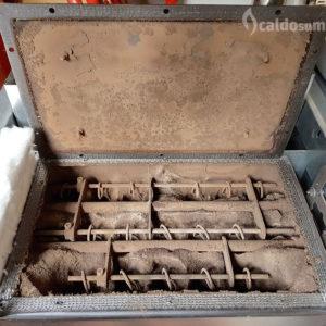 L'interno della stufa è completamente intasato dalla cenere