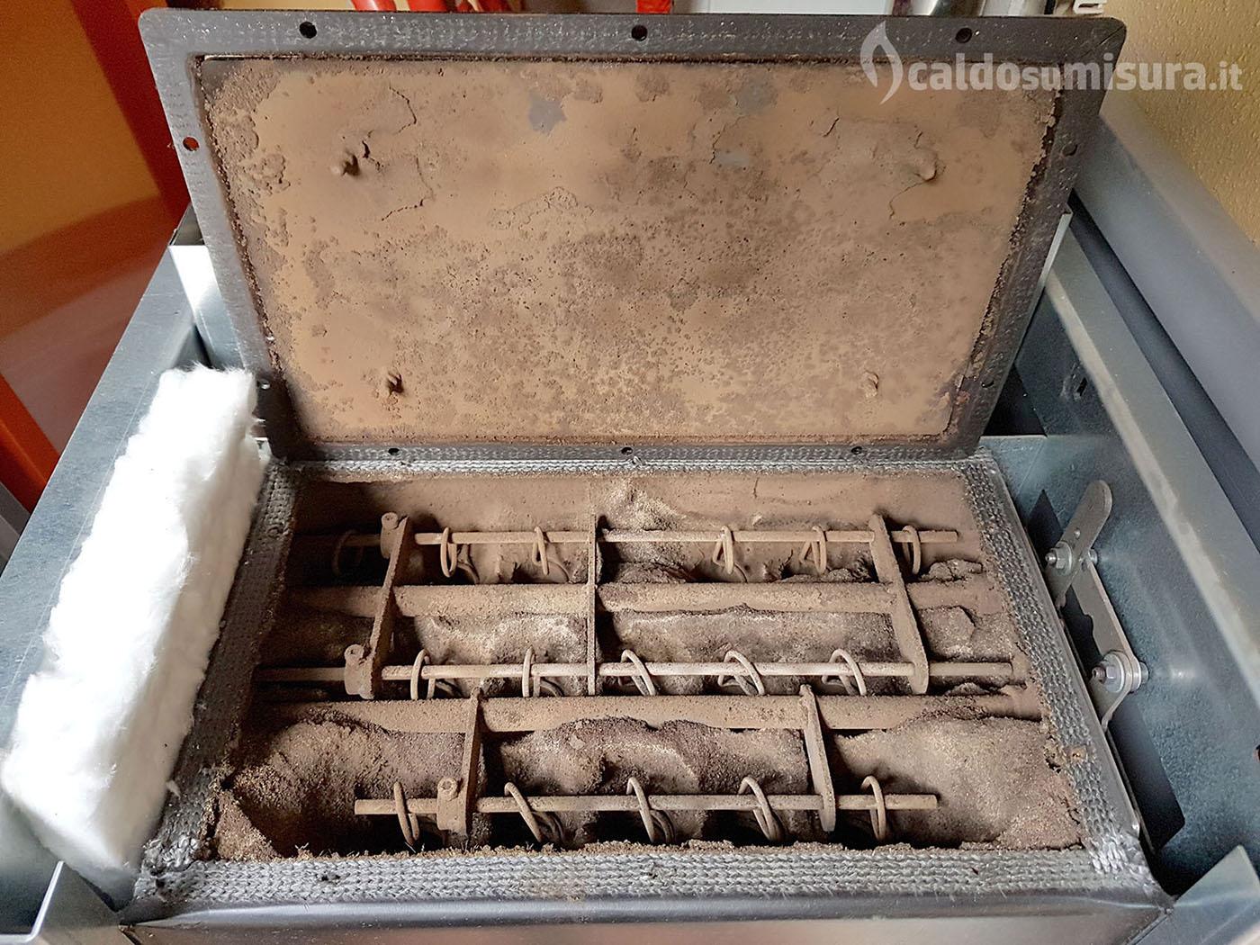 Manutenzione stufa a pellet caldo su misura - Pulire stufa a pellet ...
