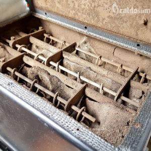 I residui di pellet ostruiscono i canali di areazione